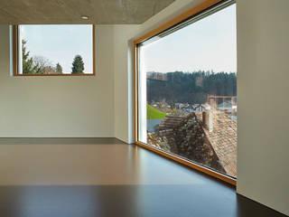 Haus Sumiswald Minimalistische Wohnzimmer von Translocal Architecture Minimalistisch
