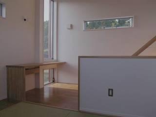八幡の家Ⅱ: 萩野建築設計が手掛けたリビングです。