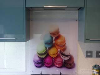 Pastels with a 1950's influence Moderne Küchen von DIYSPLASHBACKS Modern
