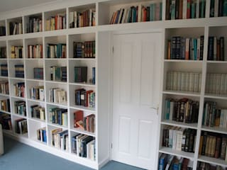 Fitted bookshelves around doorway: modern Study/office by Freebird Fitted Furniture