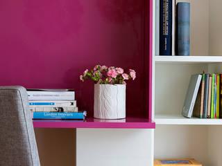 Kolorowy minimalizm: styl , w kategorii Domowe biuro i gabinet zaprojektowany przez Pracownia Projektowa Poco Design