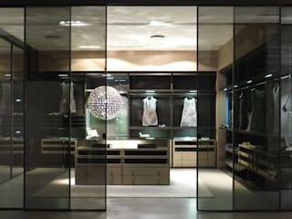 Walk-in-wardrobe Lamco Design LTD BedroomWardrobes & closets