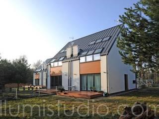 Minimalistische Häuser von ILLUMISTUDIO Minimalistisch
