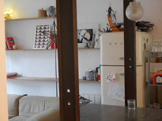 Appartement Paris: Cuisine de style  par Cabinet Dario
