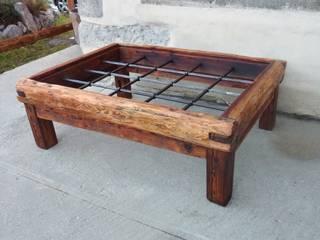 table basse rustique en vieux mélèze, fer et verre:  de style  par Melcréationsbois