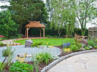 "A view across the garden to the ""tea house"" inspired seating area: asian Garden by Lush Garden Design"