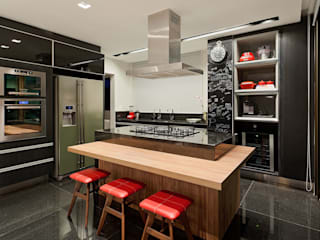 Apartamento Vila Grimm: Cozinhas  por LEDS Arquitetura