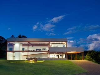 Projekty,  Domy zaprojektowane przez Denise Macedo Arquitetos Associados,