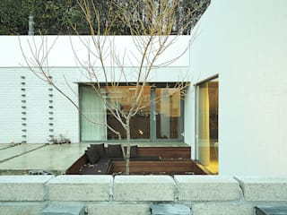 W + house: 백에이어소시에이츠의  주택