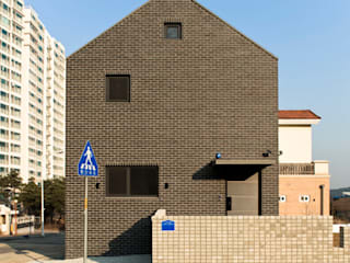 Maisons modernes par (주)오우재건축사사무소 OUJAE Architects Moderne