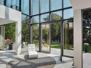 Jardines de invierno modernos de 28 Grad Architektur GmbH Moderno