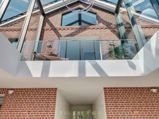 28 Grad Architektur GmbH Paredes y pisos de estilo moderno