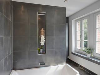 Gärtnerhaus: moderne Badezimmer von 28 Grad Architektur GmbH