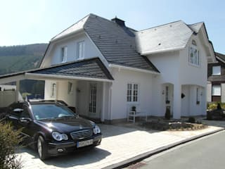 Landhaus, Schmallenberg-Winkhausen, KfW-70-Standard, ökologisch, Schiefer, energiesparend, solarunterstützt von Architekturbüro Dipl.-Ing. Peter Walach