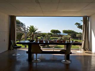 Comedores de estilo mediterráneo de MOA architecture Mediterráneo