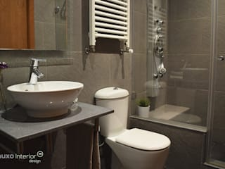 muxo Studio Modern bathroom