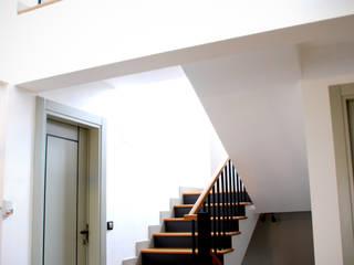 HOUSE MFN Modern Koridor, Hol & Merdivenler GOA / gulnar ocakdan archıtecture Modern
