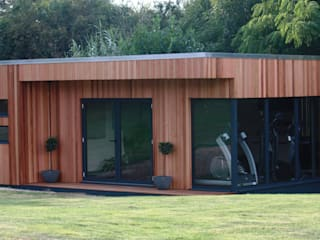 Large luxury garden room suite Jardines de estilo moderno de The Swift Organisation Ltd Moderno