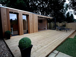 Jardines de estilo  por The Swift Organisation Ltd