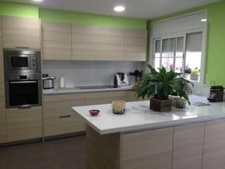 Cocina Integral El Masnou Cocinas de estilo minimalista de Nivell Estudi de Cuines, S.L Minimalista