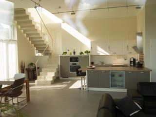 Neubau eines Einfamilienhauses mit Doppelgarage in Hanglage:  Küche von STRICK  Architekten + Ingenieure
