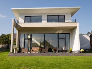 Modern houses by STRICK Architekten + Ingenieure Modern