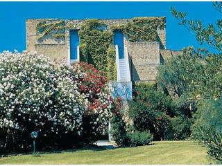 Simeri Crichi Hotel Resort:  in stile  di The Green H LLP