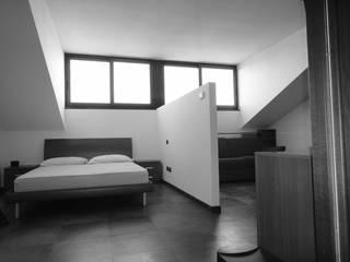 Capuccina a visiera Camera da letto moderna di studionove architettura Moderno