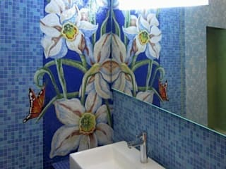Eclectic style bathrooms by Мастерская 'Мир мозаики и витража' Eclectic
