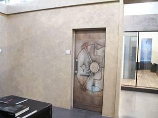 Portoncino Blindato:  in stile  di Arch. Umberto Lizza       -      Architettura e Design