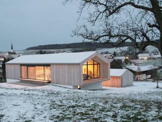 Blick von Süd-Westen:  Häuser von Arc Architekten Partnerschaft
