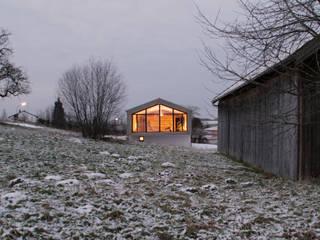 Blick von Süden:  Häuser von Arc Architekten Partnerschaft