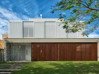 JURERÊ INTERNACIONAL Casas modernas por Pimont Arquitetura Moderno