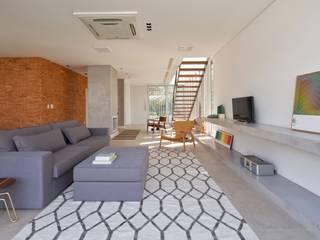 JURERÊ INTERNACIONAL Salas de estar modernas por Pimont Arquitetura Moderno