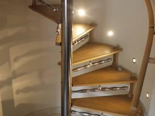 Spiral stair with sculptural detailing & 'Drip' handrail brackets. Zigzag Design Studio (Sculptural Structures) Modern corridor, hallway & stairs