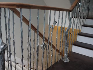 'Rose & Thorn' sculptural balustrading from our nature range:  Corridor & hallway by Zigzag Design Studio (Sculptural Structures), Modern