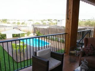 Modern balcony, veranda & terrace by Casas Natura Modern