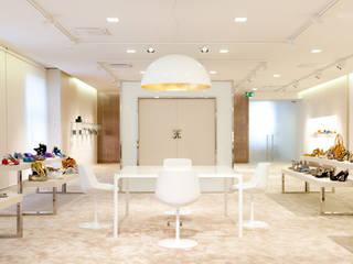 Locaux commerciaux & Magasin modernes par Studio Perini Architetture Moderne