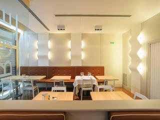 RIstorante_Montegaldella: Bar & Club in stile  di Studiogkappa