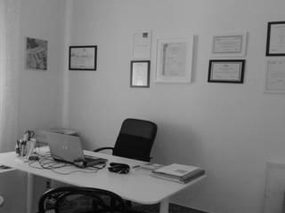 Studio: Studio in stile in stile Moderno di QUARZO ARCHITETTI