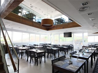 Gastronomía de estilo moderno de Mascarenhas Arquitetos Associados Moderno