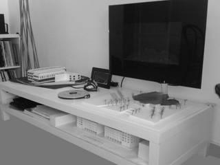 Studio Studio moderno di QUARZO ARCHITETTI Moderno