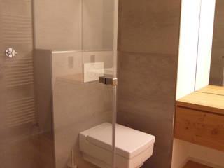 BECKER INTERIORS Modern bathroom