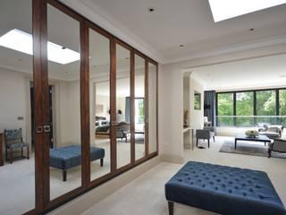 The dressing room Vestidores y placares de estilo moderno de Zodiac Design Moderno