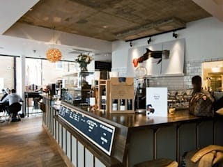bar counter:  Bars & clubs by Engaging Interiors Limited