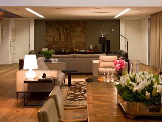 Casa Condomínio Nova Lima: Salas de jantar  por Nara Cunha Arquitetura e Interiores
