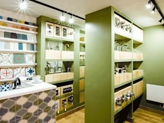 Christopher James Bathrooms de Engaging Interiors Limited Moderno