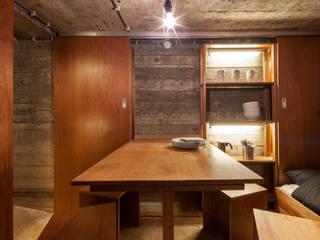Bunker in Vuren (The Netherlands): industriële Eetkamer door B-ILD Architects