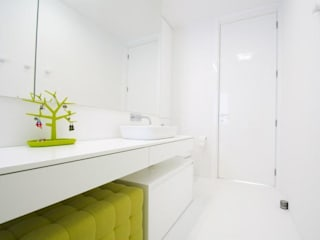 Minimalist style bathroom by STOPROCENT Architekci Minimalist