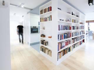 Modern Corridor, Hallway and Staircase by STOPROCENT Architekci Modern